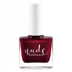 Pearly dark red nail lacquer