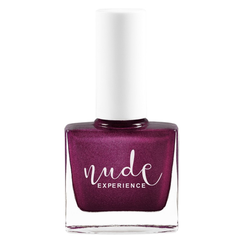 Pearly purple nail lacquer