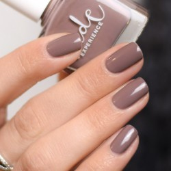 Ongles taupe