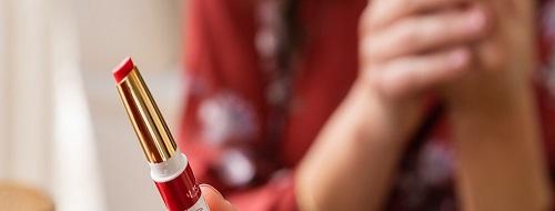 Rouge à lèvres brillant et hydratant